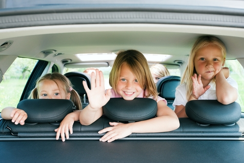 Укачивает в машине ребенка
