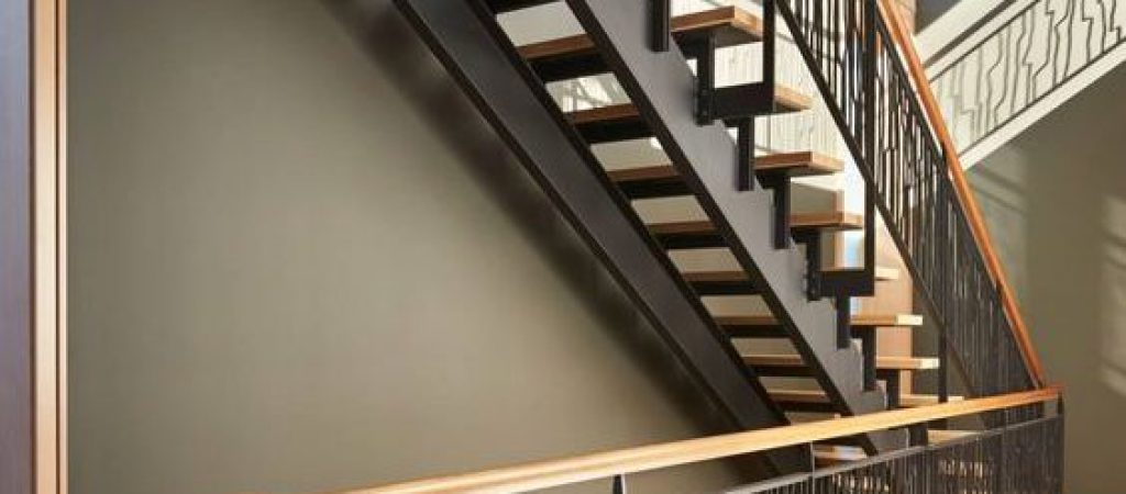 Какими могут быть перила для лестницы?