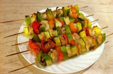 Как готовить фруктовые шашлычки?