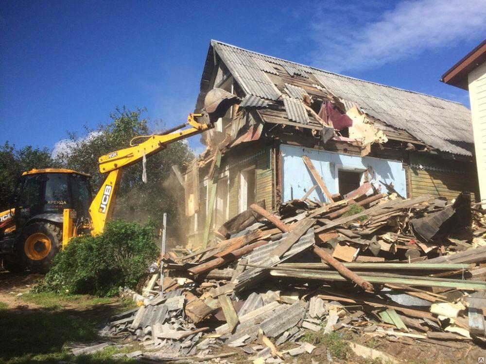 Как выполняют демонтаж дачных домов?