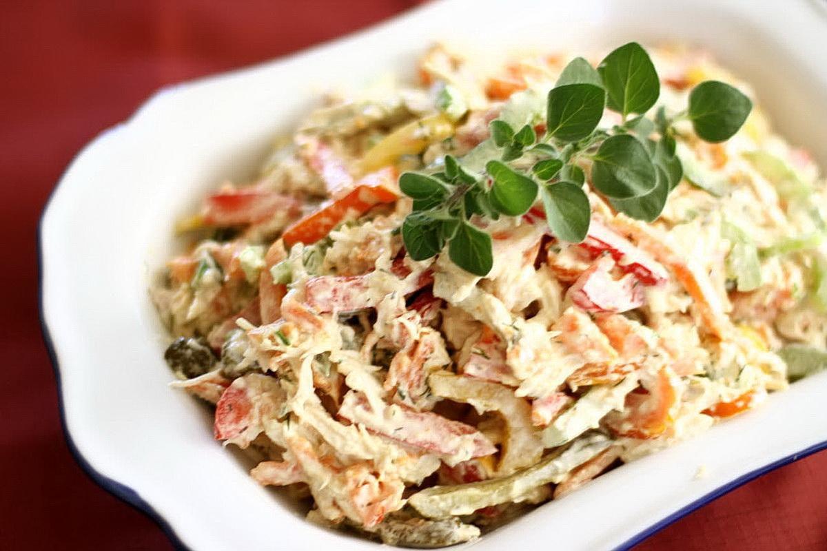 Какой салат приготовить с курицей?