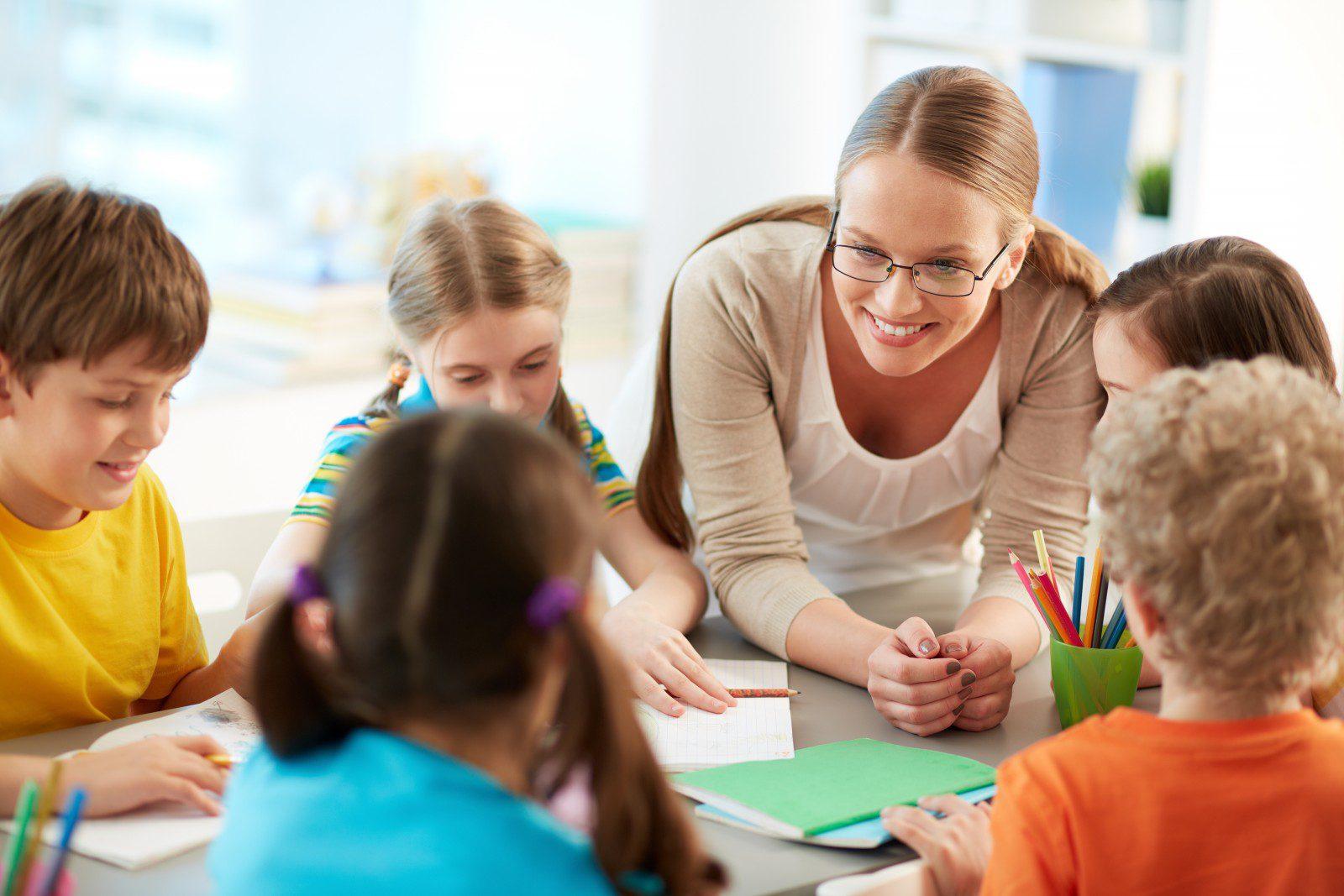«С юмором о важном». Учителя и родители прочитают стихи и споют о дистанционном обучении